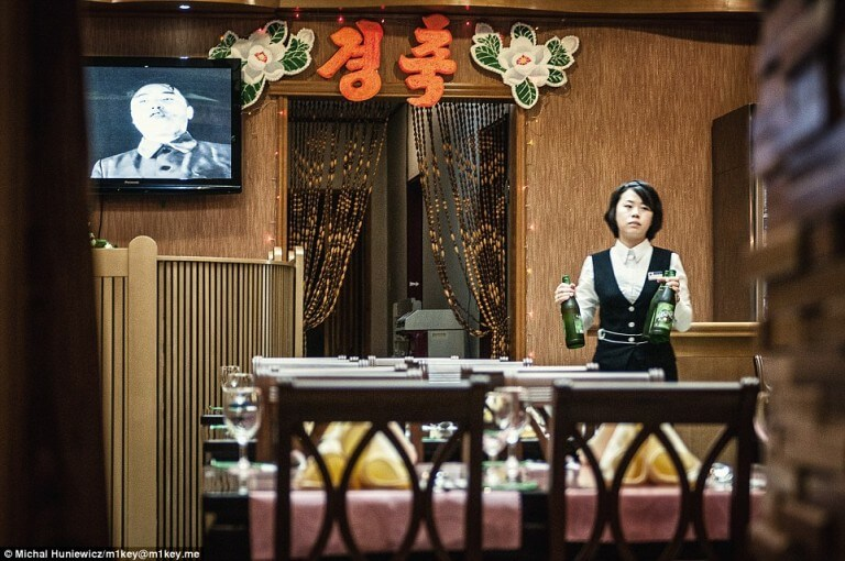 north-korea-waitress
